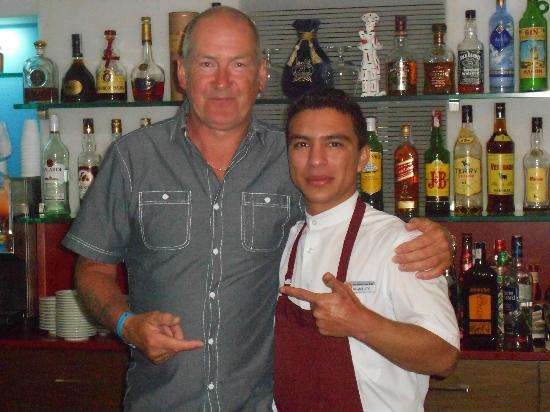 Mediterranean Bay Hotel : great bar man Miguel!