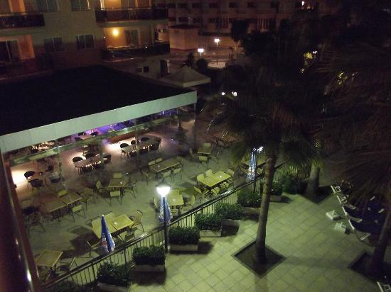 Apartamentos Pineda Park: Night time view of bar from our 2nd floor apt