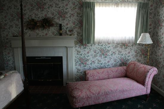 Bar Harbor Castlemaine Inn B&B: Reading area
