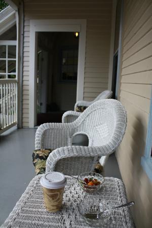 كاسلماين إن: Front porch 