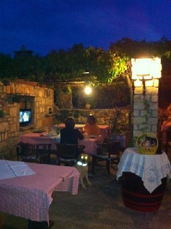 Zrnovo, Chorwacja: serata del 19 giugno 2012