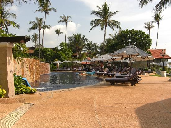 Rawi Warin Resort & Spa: Pool Area