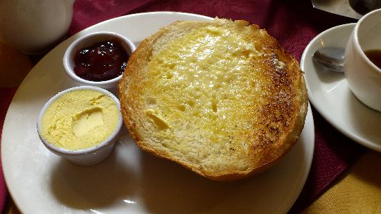 Sally Lunn's bun confiture et crème - Picture of Sally Lunn's ...