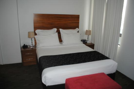 Cambridge Hotel Sydney: Premium double room
