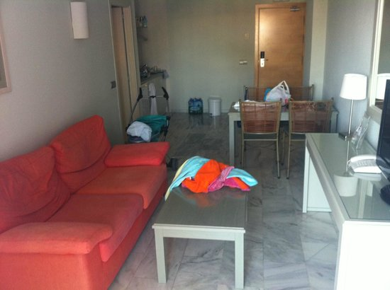 Marinas de Nerja Aparthotel: Living room