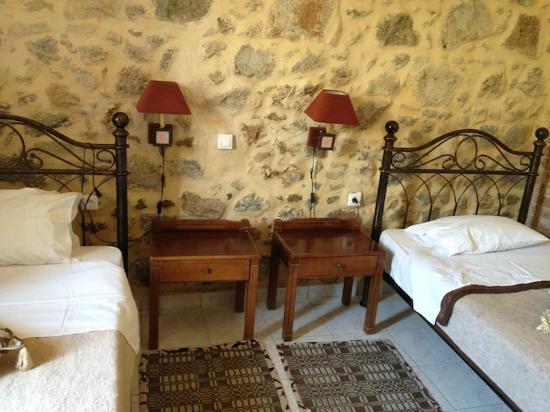 Hariklia Rooms : Room