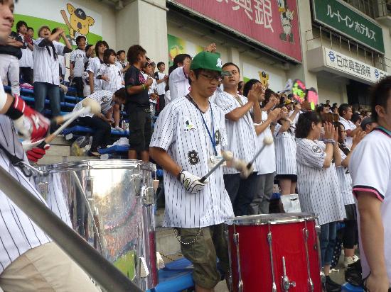 ZOZO Marine Stadium: Fight songs in the right-field bleachers
