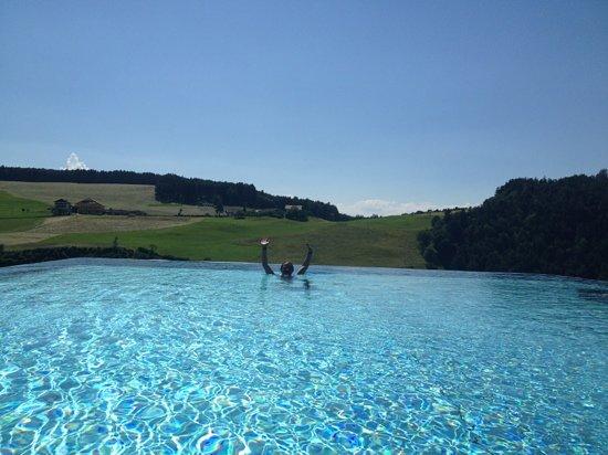 Hotel Alpenflora: piscina sospesa.. un incanto !!!