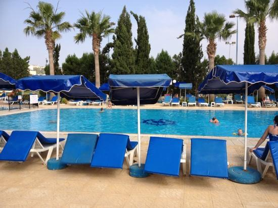 Kapetanios Bay Hotel: pool area