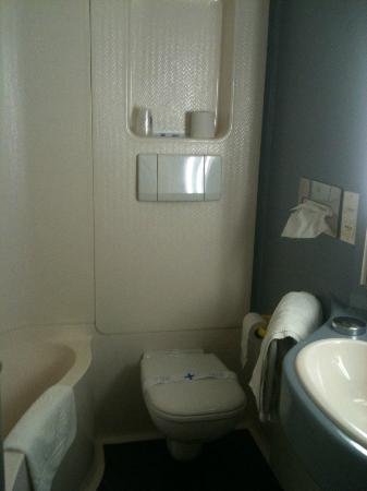 Comfort Hotel Annemasse Geneve: la salle de bains