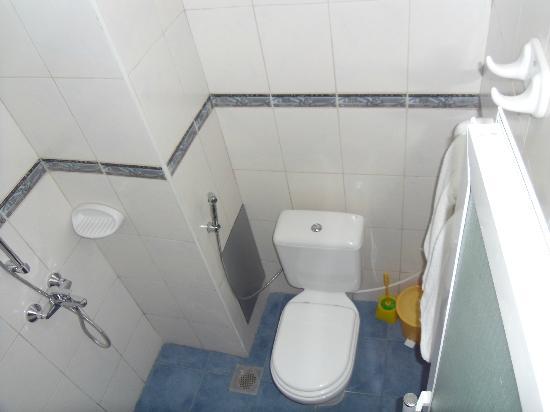 Sapphire Court Hotel: Bathroom