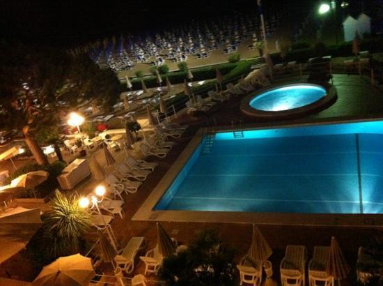 Hotel Aurora : night view
