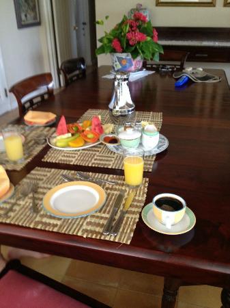 Round Hill Hotel & Villas: Breakfast