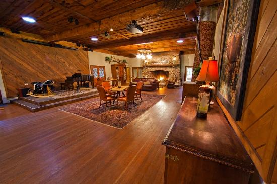 Camp Nelson Lodge: Lobby