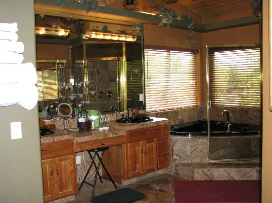 Zion Canyon Bed and Breakfast: Master bathroom