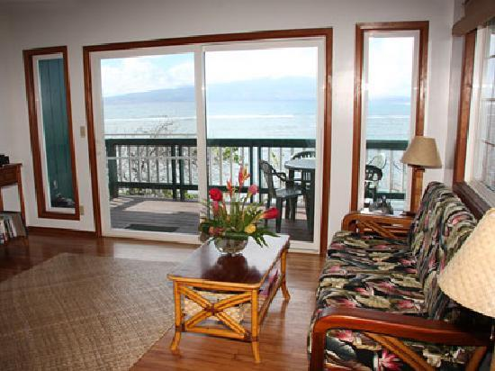 Dunbar Beachfront Cottages: Pu'unana Living Room
