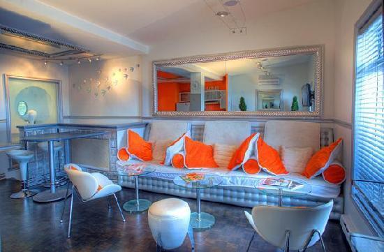 Inn Between : Jacuzzi Lounge 1807