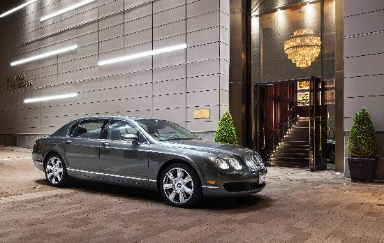 Rosewood Hotel Georgia: Bentley available for complimentary transfers within downtown Vancouver