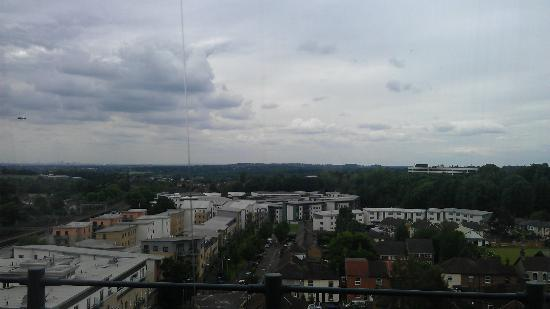Premier Inn Brentwood Hotel: 9th floor room