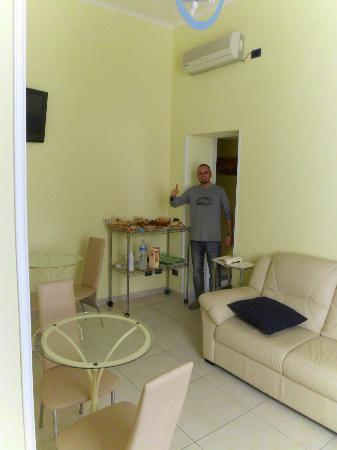 B&B Quattro Palazzi: Bruno in the breakfast room