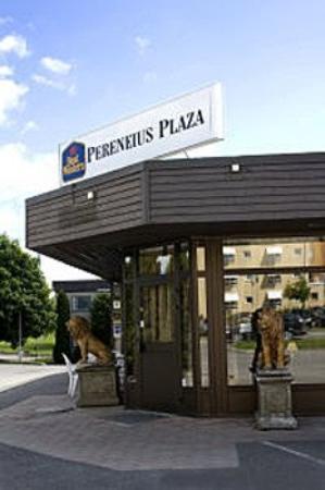 Perenius Plaza Hotel