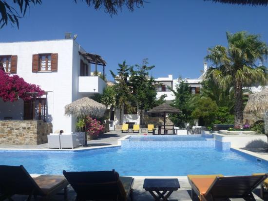Summerland  Holiday's Resort: Pool area 1