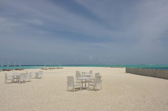 Four Seasons Resort Maldives at Landaa Giraavaru: Landaa Giraavaru Beach