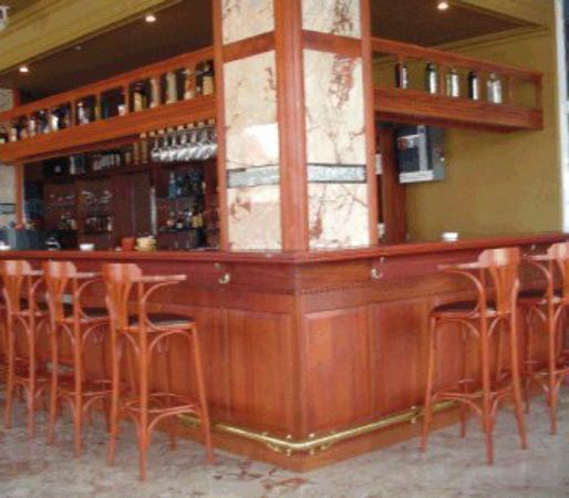 Elegance Hotel: Bar