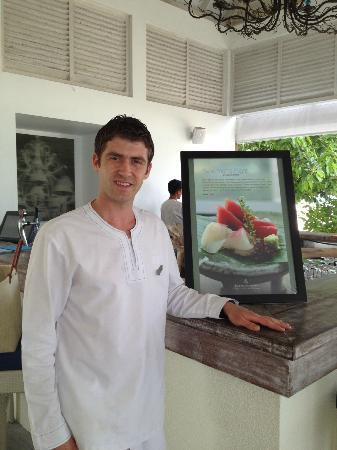 Four Seasons Resort Maldives at Landaa Giraavaru: Fuat works at Blu Bar