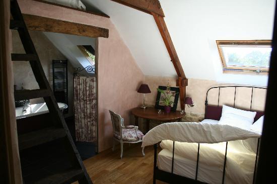 Les Longeres De Keridy : The romantic bedroom