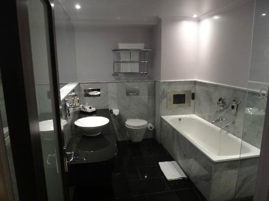 โรงแรมเดอะเมย์แฟร์: My Bath