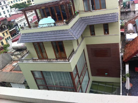 Hotel de l'Opera Hanoi - MGallery Collection: Veduta sulla città....insomma...dalla camera 606(sesto piano)!