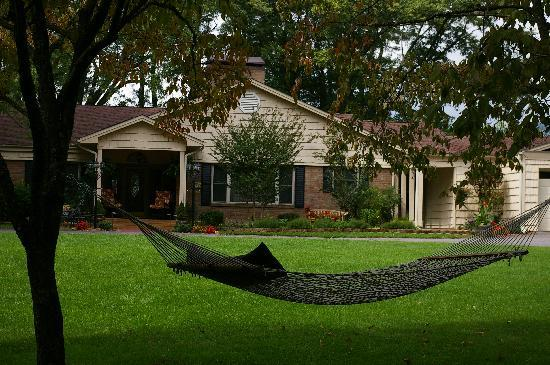 Brookside Mountain Mist Inn: Take a nap in our hammock at Brookside
