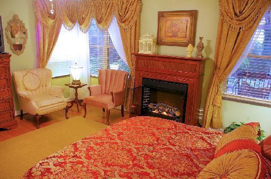 Brookside Mountain Mist Inn: Plantation Room at Brookside