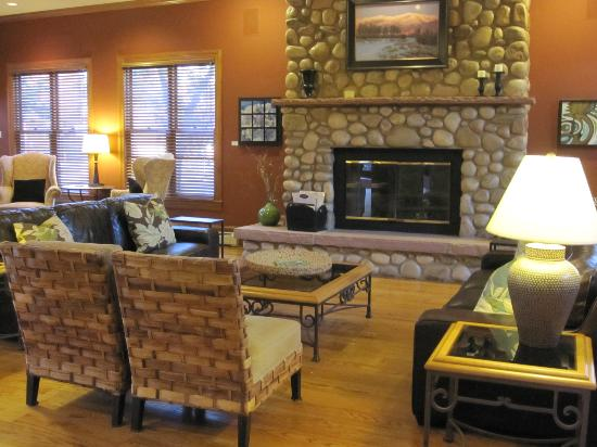 The Bradley Boulder Inn: Lounge area