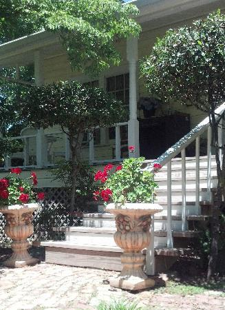 Holly Hill Homestead B&B: Front entry