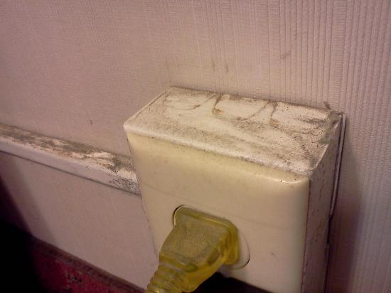 Days Inn & Suites Elyria: Just ONE example of the dust and grime!