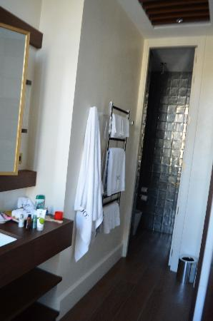 Hotel DO: bathroom