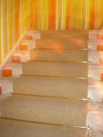 Hotel Bidasoa: Escadas com velas a noite