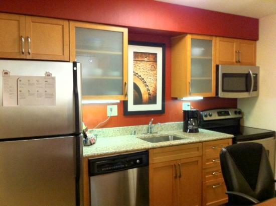 Residence Inn by Marriott Atlanta Buckhead : Modernized Kitchen! (Full oven is a rarity).
