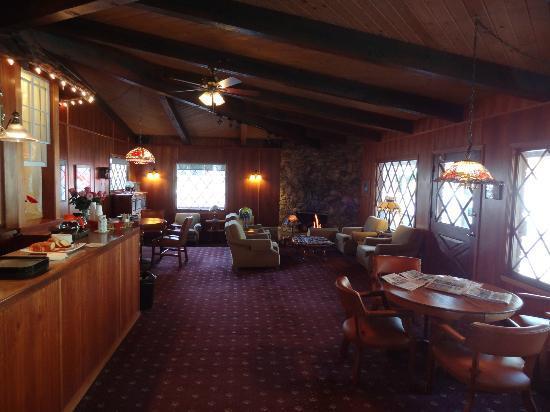 Bluebird Inn: Lobby