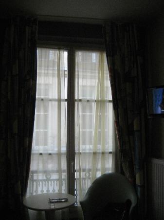 Hotel Des Canettes: inside room 2