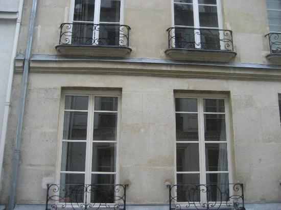 Hotel Des Canettes : outside view 2