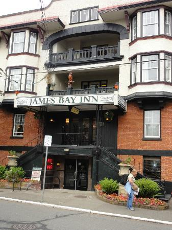 James Bay Inn Hotel, Suites & Cottage: A quiet get-away in Victoria.