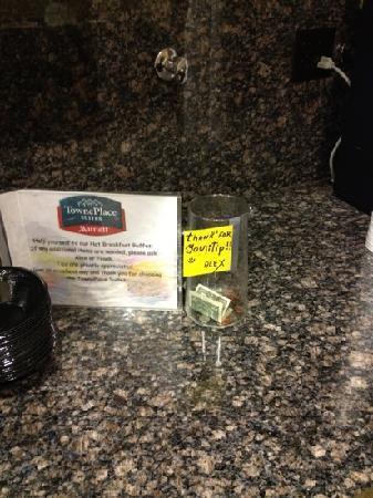 TownePlace Suites Tucson Airport : tip jar