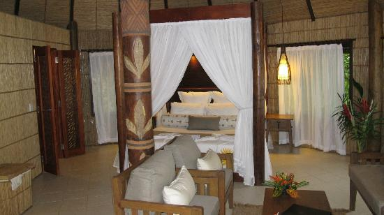 Matangi Private Island Resort: Bed
