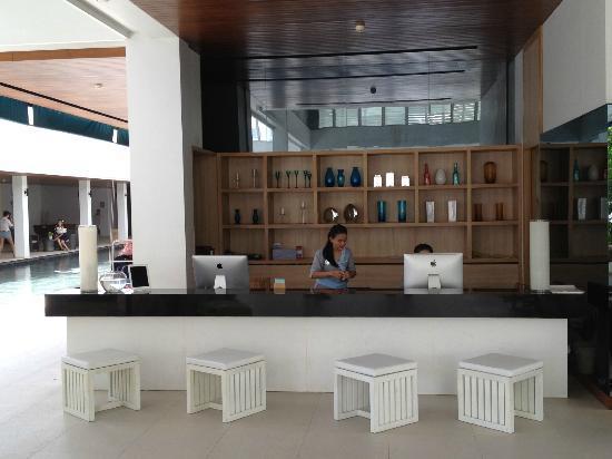 Nap Patong: Lobby Area