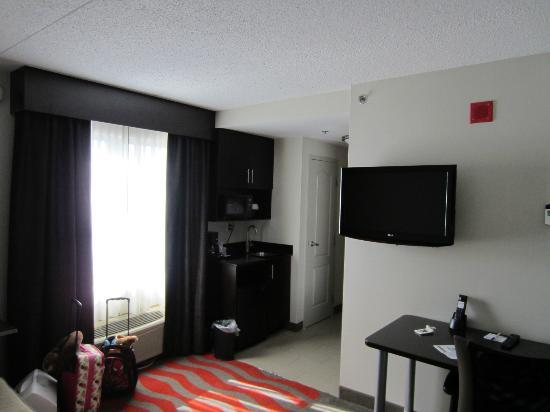 Holiday Inn Express & Suites Boston - Cambridge: 2 room suite w/ sofa bed