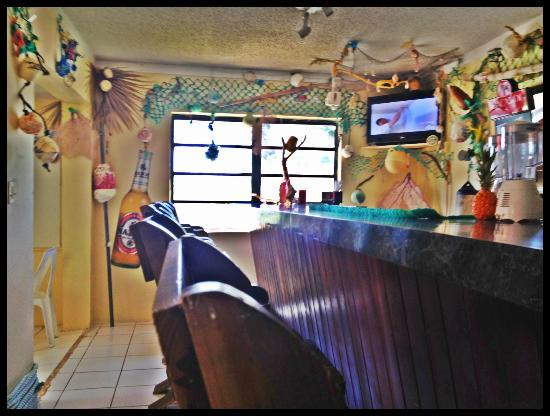 Mark's Grill Burgers: Cute interior