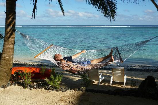 Cooks Bay Villas: Relaxing in the hammock